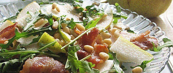 Салат из руколы с грушами и орехами